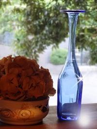 ブルーのガラス