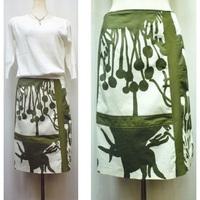 ちょっと不可思議なボタニカル柄スカート(Angelo アンジェロ)