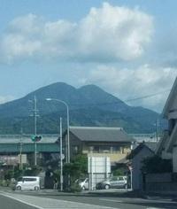 ふたこぶのニョッキとした山