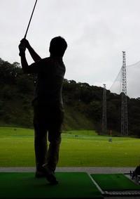 10年ぶりのゴルフ練習であばら骨にひび!