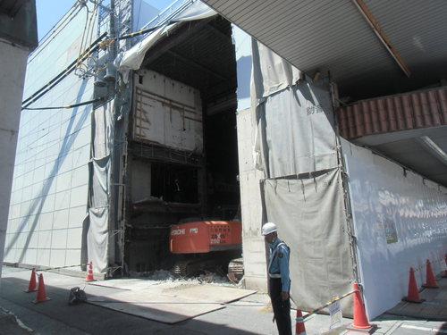 富士市内で解体中!